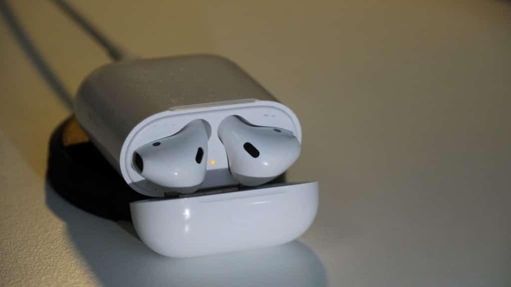 Apple AirPods Test - Ladeschale im Detail