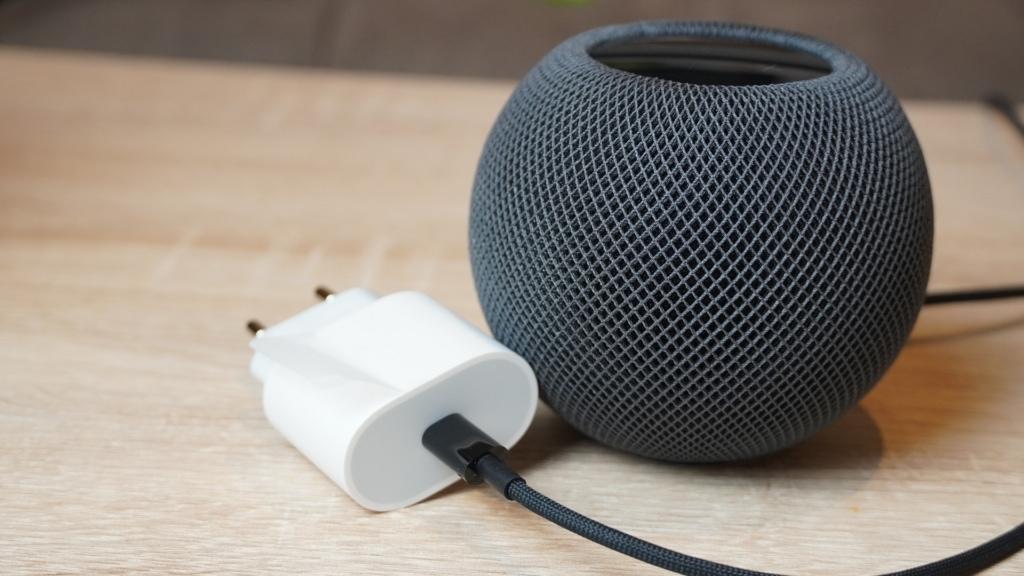 Apple Homepod Mini Testbericht Der Home Pod Mini Und Das Zugehörige Netzteil